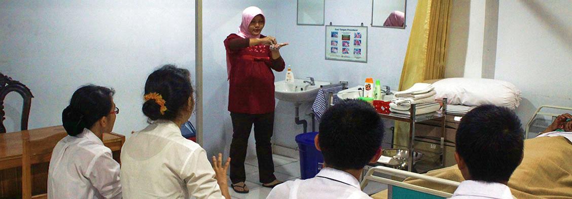praktikum-di-lab-keperawatan